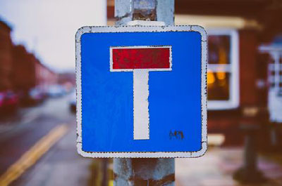 Trafikskylt med symbolen för återvändsgränd.