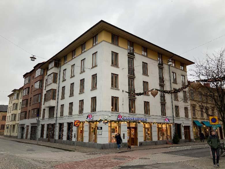 Nytt hus i klassisk stil vid Järntorget.