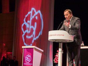 Stefan Löfven i talarstol under en socialdemokratisk partikongress.